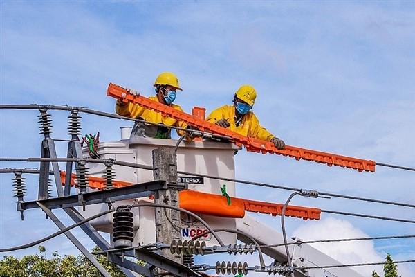 Tiêu thụ điện tăng giảm trái chiều tại 2 miền Nam - Bắc