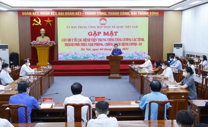 Chủ tịch Quốc hội Vương Đình Huệ gặp mặt cán bộ y tế tăng cường chống dịch cho các tỉnh phía Nam