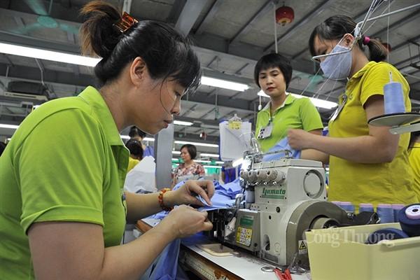 """Tháo """"nút thắt"""" lao động cho doanh nghiệp dệt may, da giày khôi phục sản xuất"""