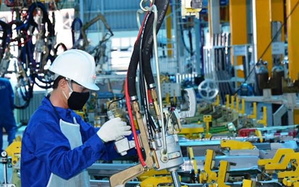 Sản xuất công nghiệp nỗ lực duy trì đà tăng