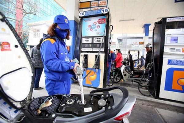Giá xăng tiếp tục tăng mạnh, đạt mức cao nhất kể từ năm 2014