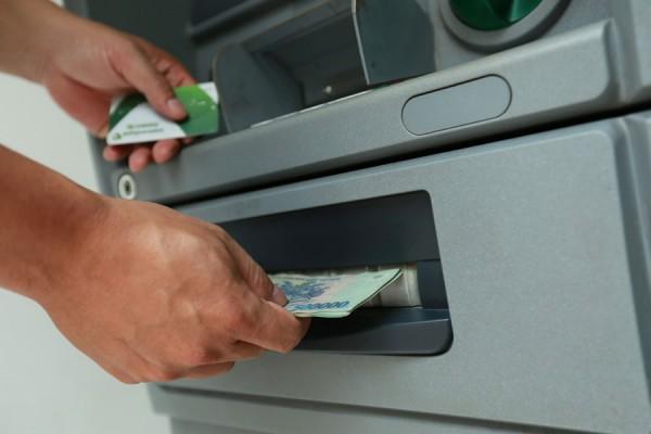 Ngân hàng Nhà nước yêu cầu giảm phí các loại giao dịch