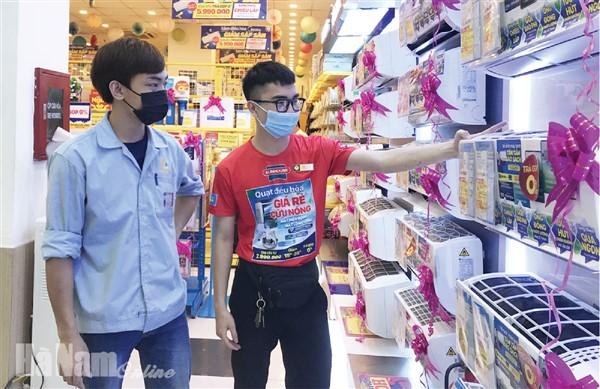 Hà Nam: Duy trì hoạt động dịch vụ, thương mại an toàn trong mùa dịch