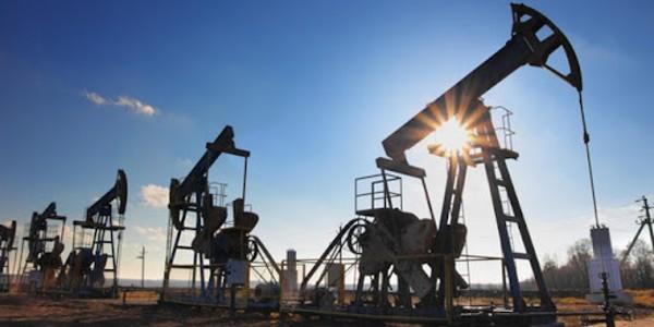 Giá xăng dầu hôm nay 26/10: Tiếp tục đứng ở mức cao nhiều năm