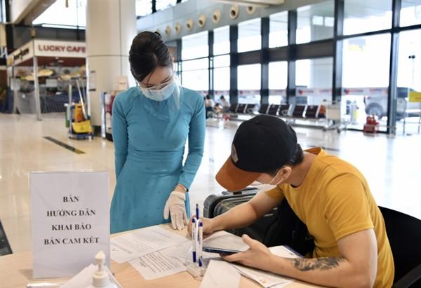 Hành khách đi máy bay, tàu hỏa sẽ không phải viết cam kết phòng chống dịch COVID-19