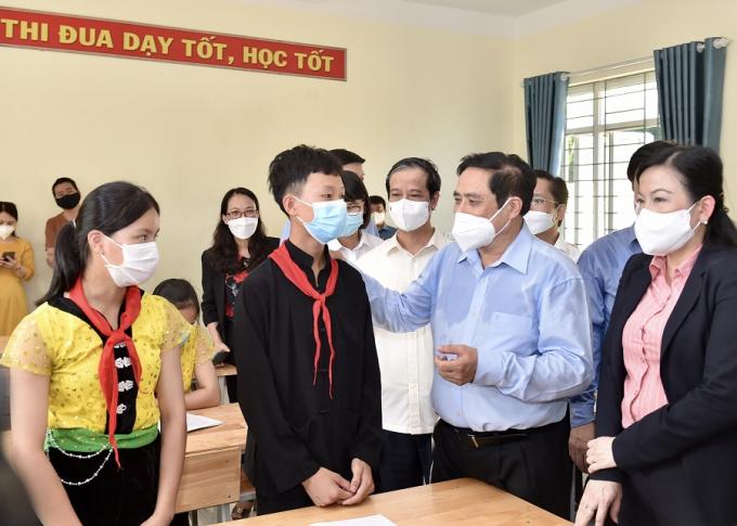 Thủ tướng chỉ đạo xây dựng phương án cụ thể tiêm chủng vaccine phòng COVID-19 cho học sinh