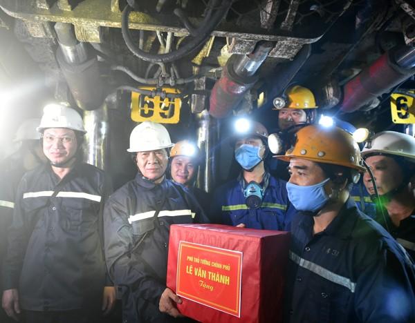 TKV đề nghị xác định đất đá từ khai thác mỏ là 'chất thải'