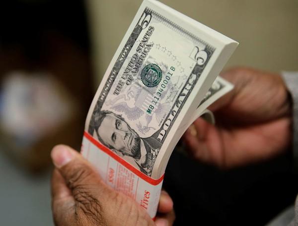 Tỷ giá ngoại tệ hôm nay 23/10: Đồng đô la Mỹ tiếp tục trượt giá
