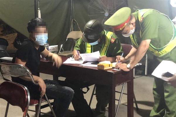Hà Nội: Xử phạt 877 trường hợp vi phạm phòng chống dịch Covid-19